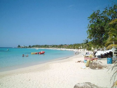 The West Bay beach - a very popular place among cruise travelers and a great place for diving.
