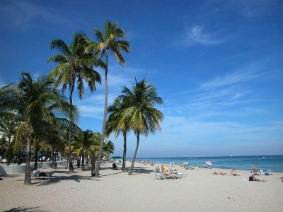 The famous 23-mile white sand beach of Fort Lauderdale.