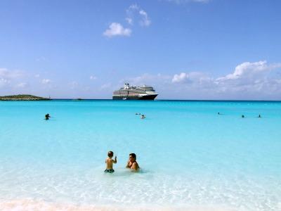 A beautiful scene from the Half Moon Cay beach.