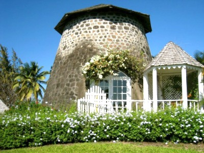 Rawlins Plantation is considered one of the best dining places on this island.