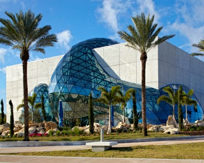 Even the building that hosts the Salvador Dali Museum is highly artistic.